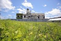 解体を控えた岩手県大槌町の旧役場庁舎=同町で2018年6月13日午前11時58分、喜屋武真之介撮影