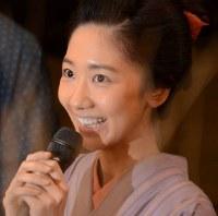 出演する喜びを語る柏木由紀さん=東京都渋谷区で2018年6月13日午後0時0分、井上知大撮影