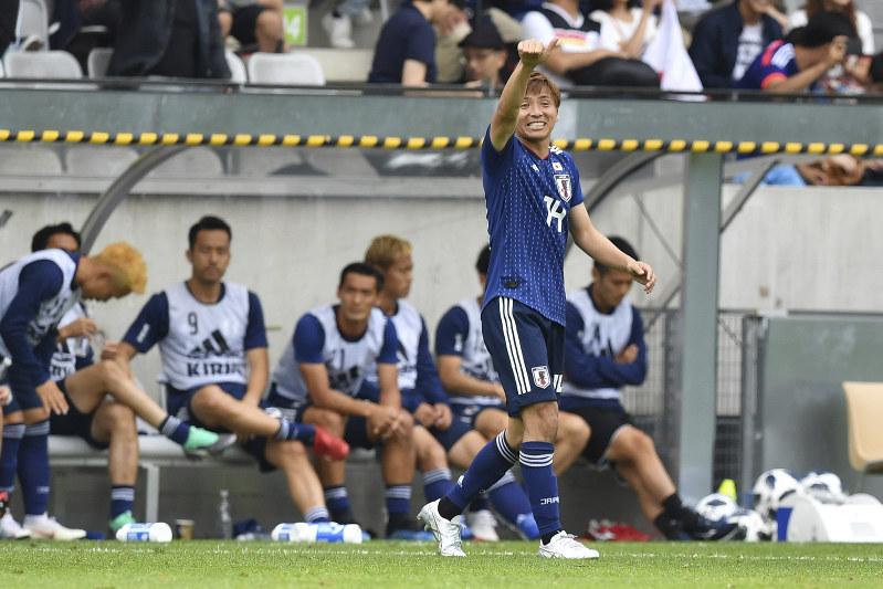 サッカー日本代表:パラグアイに...