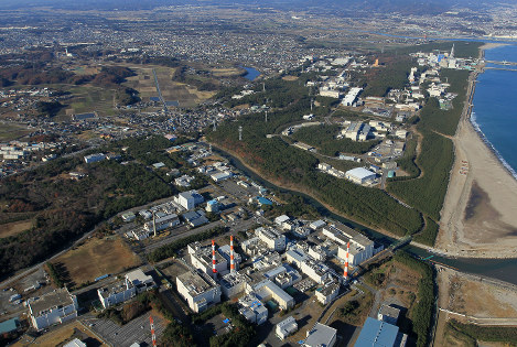 A nuclear fuel reprocessing plant and other facilities are seen in Tokai, Ibaraki Prefecture, in this Dec. 11, 2011 file photo. (Mainichi)