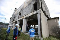 The former town hall that was struck by the tsunami that followed the March 2011 Great East Japan Earthquake is seen in Otsuchi, Iwate Prefecture, on June 13, 2018. (Mainichi)