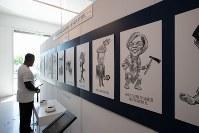 「トランプ大統領ツイッター図書館」でトランプ氏にあだなを付けられた政治家らのイラストが並ぶコーナー=米カリフォルニア州ウエストハリウッドで2018年6月8日、ルーベン・モナストラ撮影