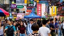 香港の繁華街で