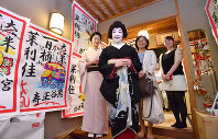 Marika stands at the entrance to her yakata house as she prepares to visit her business partners, with her senior geiko Satsuki sending her off, in Higashiyama Ward, Kyoto, on May 25, 2018. (Mainichi)
