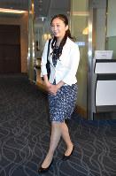 英国短期留学から帰国された秋篠宮ご夫妻の次女、佳子さま=羽田空港で2018年6月15日午後2時38分(代表撮影)