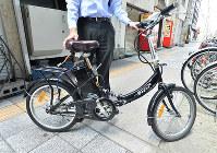 無免許やヘルメットなしでの運転が問題になっている「モペット」=大阪市浪速区で、加古信志撮影