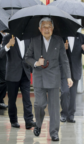Emperor Akihito arrives at a metal products maker in Tokyo's Sumida Ward on June 15, 2018. (Pool photo)