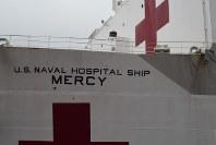 病院船マーシーの左舷ブリッジ付近。船体は石油タンカーを改造した=神奈川県横須賀市で2018年6月15日午前10時46分、、田中義宏撮影