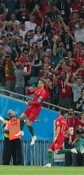 【ポルトガル―スペイン】前半、ポルトガルのロナルド(左)が先制のPKを決めて喜ぶ=ロシア・ソチで2018年6月15日、長谷川直亮撮影