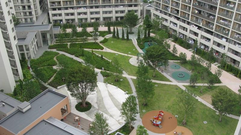 居住者専用の中庭があるマンション