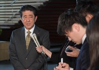 Prime Minister Shinzo Abe answers questions from reporters about a powerful earthquake that struck western Japan, at the prime minister's office, at 8:58 a.m. on June 18, 2018. (Mainichi)