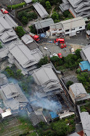 Smoke billows from a house in Takatsuki, Osaka Prefecture, on June 18, 2018. (Mainichi)