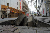 A road is damaged in Ibaraki, Osaka Prefecture, at 9:47 a.m. on June 18, 2018, after a powerful earthquake struck western Japan. (Mainichi)