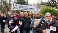 デモ行進に参加する高齢者=筆者撮影