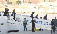 Migrants descend the Italian coast guard vessel Dattilo upon arrival at the eastern port of Valencia, Spain, on Jun. 17, 2018. (AP Photo/Alberto Saiz)