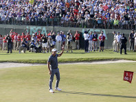 Brooks Koepka reacts after finishing the final round of the U.S. Open Golf Championship, on June 17, 2018, in Southampton, N.Y. (AP Photo/Seth Wenig)