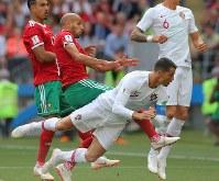 【ポルトガル―モロッコ】前半、ポルトガルのロナルド(手前)が頭で合わせて先制ゴールを決める=ロシア・モスクワのルジニキ競技場で2018年6月20日、長谷川直亮撮影