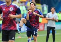 【コロンビア-日本】コロンビアとのW杯初戦を前にピッチでウオーミングアップする長谷部=ロシア・サランスクで2018年6月19日、長谷川直亮撮影