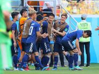 【コロンビア-日本】前半、先制点を入れて喜ぶ日本選手ら=ロシア・サランスクで2018年6月19日、長谷川直亮撮影