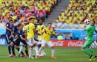 【コロンビア-日本】後半、勝ち越しのゴールを決める大迫(左から3人目)=ロシア・サランスクで2018年6月19日、長谷川直亮撮影