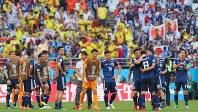サッカーワールドカップ(W杯)ロシア大会で初戦のコロンビア戦に勝利し、喜び合う日本の選手たち=ロシア・サランスクで2018年6月19日、長谷川直亮撮影