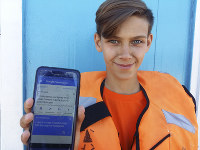 Marat Gurjan, a 15-year-old lifeguard, poses for a picture showing his phone with a note in Russian and English on Google Translate in Samara, Russia, on Jne 19, 2018. (AP photo/ Luis Andres Henao)