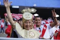【ペルー・デンマーク】盛り上がるペルーのサポーター=AP