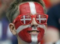 【デンマーク・オーストラリア】試合開始を待つデンマークのサポーター=AP