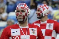 【クロアチア・ナイジェリア】試合開始を待つクロアチアのサポーター=AP