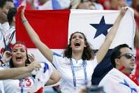 パナマの女性サポーター=AP