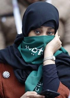 サウジアラビアの女性サポーター=AP