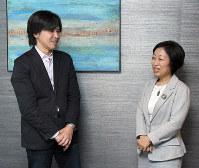 森健さんと上智大教授の三浦まりさん=東京都千代田区で