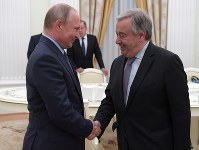 Russian President Vladimir Putin, left, shakes hands with UN Secretary General Antonio Guterres during their meeting in the Kremlin in Moscow, Russia, on June 20, 2018. (Alexei Druzhinin, Sputnik, Kremlin Pool Photo via AP)