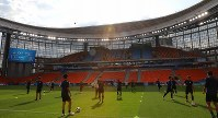 セネガル戦の試合会場となるエカテリンブルク・アリーナで公式練習する日本代表の選手たち=ロシア・エカテリンブルクで2018年6月23日、長谷川直亮撮影
