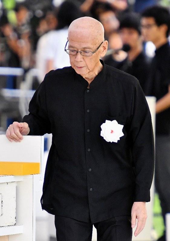 沖縄慰霊の日:「辺野古移設、平和に逆行」翁長知事 - 毎日新聞