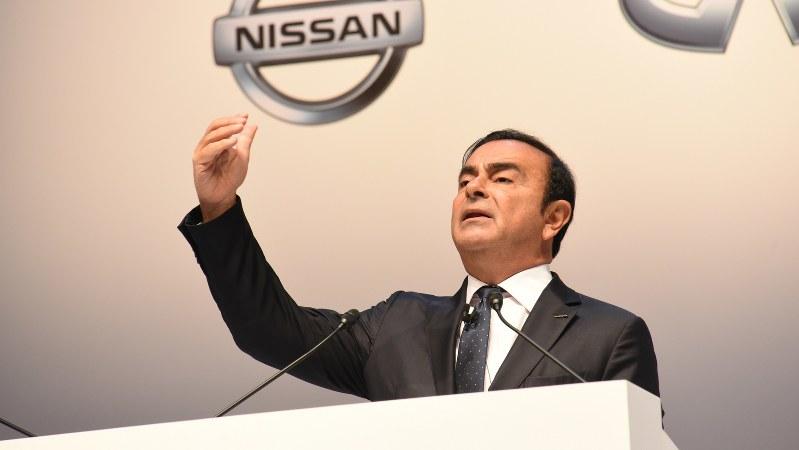 株主総会で話すゴーン会長=日産自動車提供