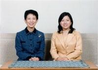 20歳を迎えた絢子さま(右)と母親の高円宮妃久子さま=2010年9月、宮内庁提供