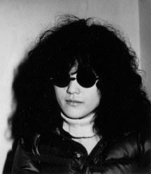 森田童子さん 65歳=歌手(4月24日死去)