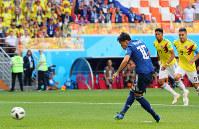 【コロンビア1-2日本】前半、PKで先制ゴールを決める香川真司=ロシア・サランスクで2018年6月19日、長谷川直亮撮影