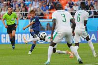【日本2-2セネガル】前半、同点ゴールを決める乾貴士=ロシア・エカテリンブルクで2018年6月24日、長谷川直亮撮影