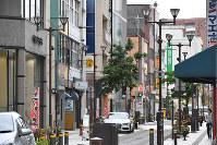JR福井駅南側から西に伸びる通りには店舗が建ち並ぶ。福井地震では発生直後の火災で界わいが焦土と化した=福井市中央1で2018年6月11日、山田尚弘撮影