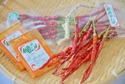 艶めく赤色と、素材を引き立てる鮮烈な風味が特徴の「剣崎なんば」=小高朋子撮影