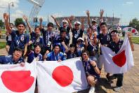 ポーランド戦を前に盛り上がる日本のサポーター。奥は試合会場のボルゴグラード・アリーナ=ロシア・ボルゴグラードで2018年6月28日、長谷川直亮撮影
