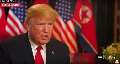 米ABCテレビのインタビューを受けるトランプ米大統領=動画投稿サイト「YouTube」から