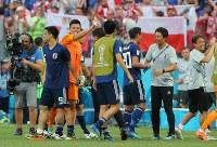 【日本―ポーランド】決勝トーナメント進出を決め、喜ぶ日本の選手たち=ロシア・ボルゴグラードで2018年6月28日、長谷川直亮撮影