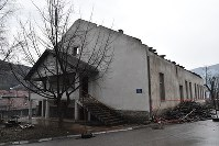 A former detention facility in the town of Foca in southeastern Bosnia and Herzegovina is demolished in March 2018, more than 20 years after it was used to house many Bosnian women. (Mainichi)
