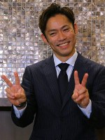 Former world champion Daisuke Takahashi poses for a picture after he announced his return to competitive figure skating at a press conference in Tokyo's Minato Ward on July 1, 2018. (Mainichi)