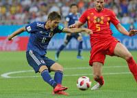 【ベルギー-日本】後半、原口(左)が先制ゴールを決める=ロシア・ロストフナドヌーで2018年7月2日、長谷川直亮撮影