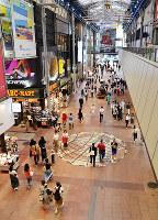 兵庫県内で路線価がトップになった神戸市中央区の三宮センター街=井上元宏撮影