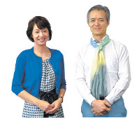 旦祐介学長(右)と八塩圭子准教授